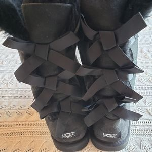 Black uggs with bows size 5